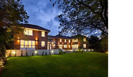8 White Lodge Close , London, N2